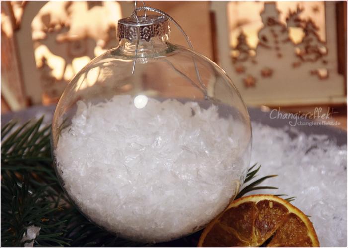 Weihnachtsbaumkugeln-Kunstschnee-selber-machen